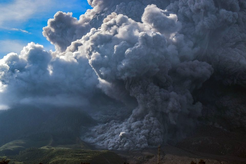 ภูเขาไฟซินาบุงระเบิด