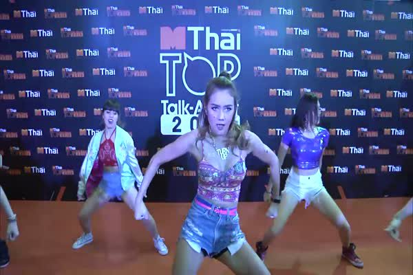 Show Dance ในงาน MThai Top Talk-About 2015