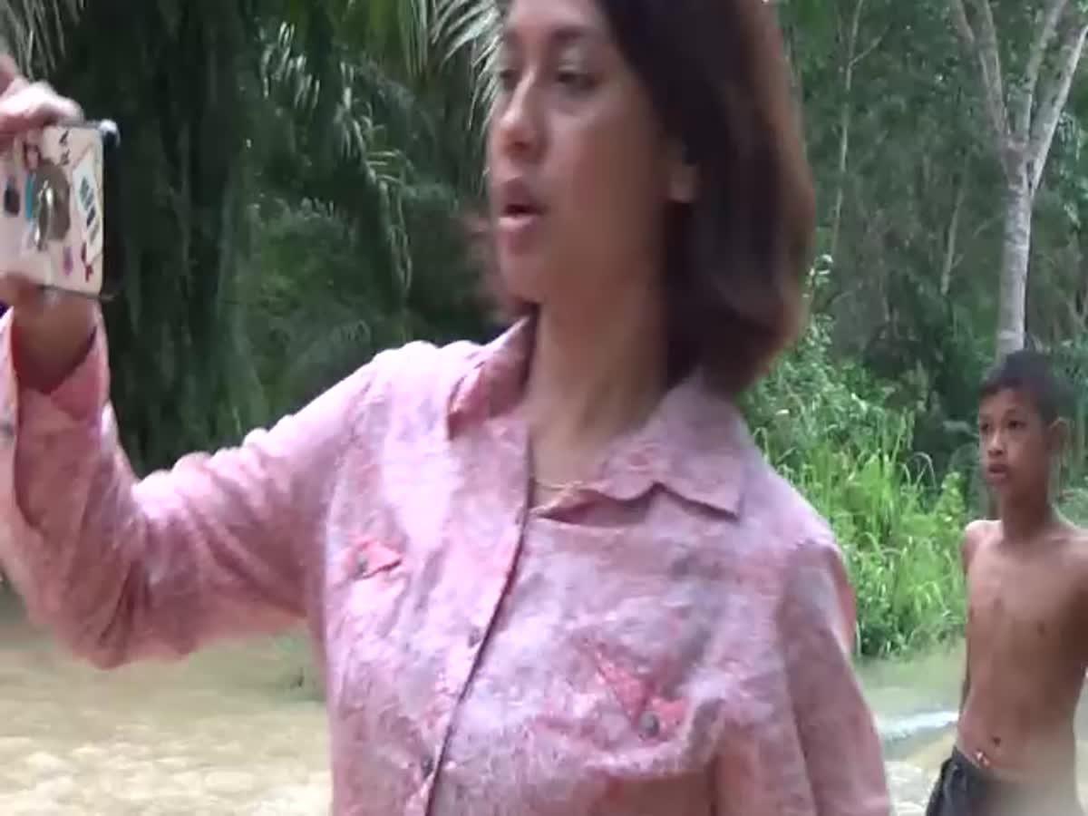 รอดหวุดหวิด! นักดำน้ำต่างชาติ ที่เคยช่วยทีมหมู่ป่าติดถ้ำหลวง รถกระบะถูกน้ำท่วมพัดลงจมคลอง