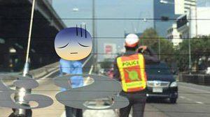 สั่งย้ายแล้ว!!  ตำรวจใช้แท็กซี่ซื้อน้ำแลกปล่อยตัว