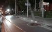 ตำรวจถูกยิงหลังเข้าตรวจจักรยานยนต์ต้องสงสัย