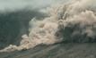 ภูเขาไฟราอุงในอินโดนีเซียพ่นเถ้าถ่าน
