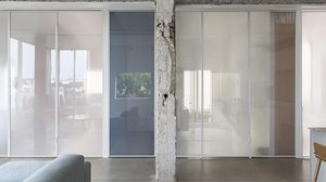 น่าอยู่ขึ้นเป็นกอง บานประตูโปร่งแสง แก้ปัญหาห้องปิดให้กลายเป็นห้องเปิด