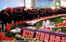 ชาวเกาหลีเหนือแห่ชมงานนิทรรศการดอกไม้ในเปียงยาง