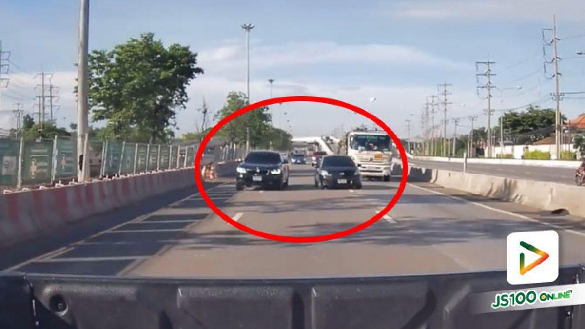 BMW เบี่ยงออกซ้าย ตกใจเก๋งหักหลบชนแบริเออร์
