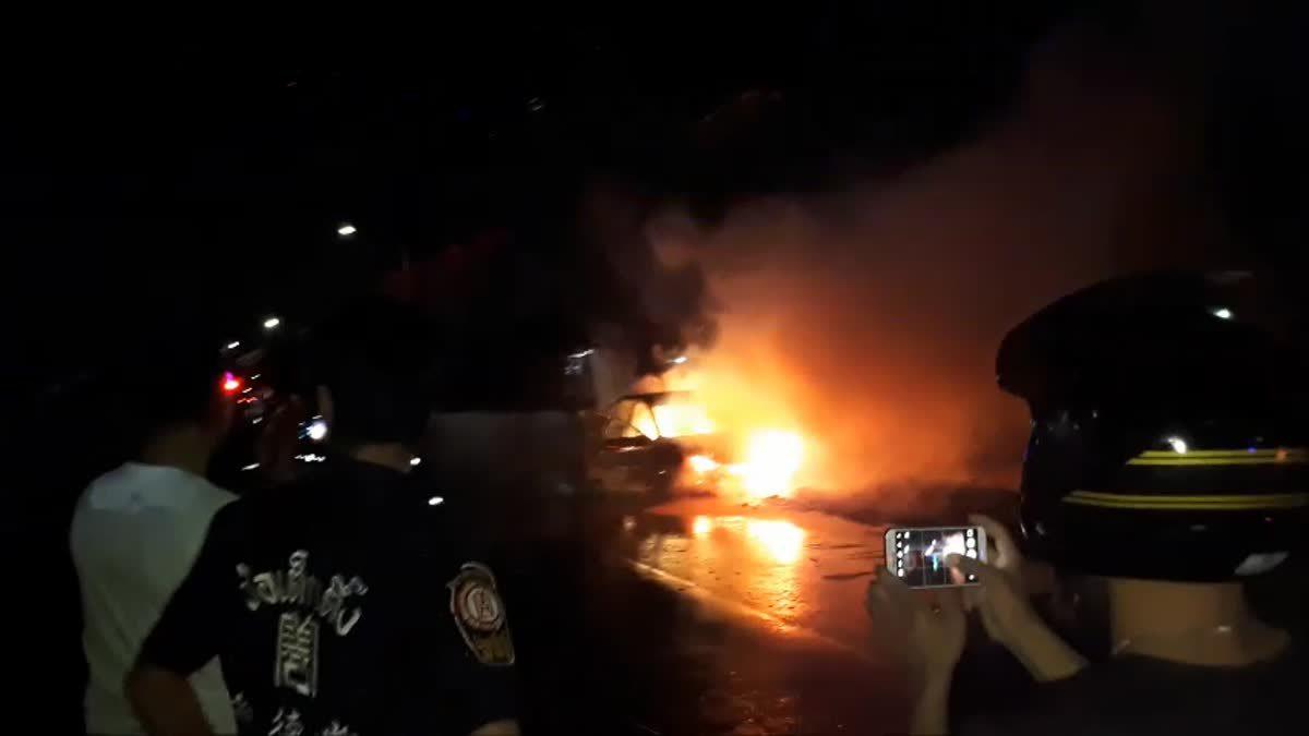 ระทึก! ไฟไหม้แท็กซี่วอด คนขับจอดหนีตาย รอดหวุดหวิด