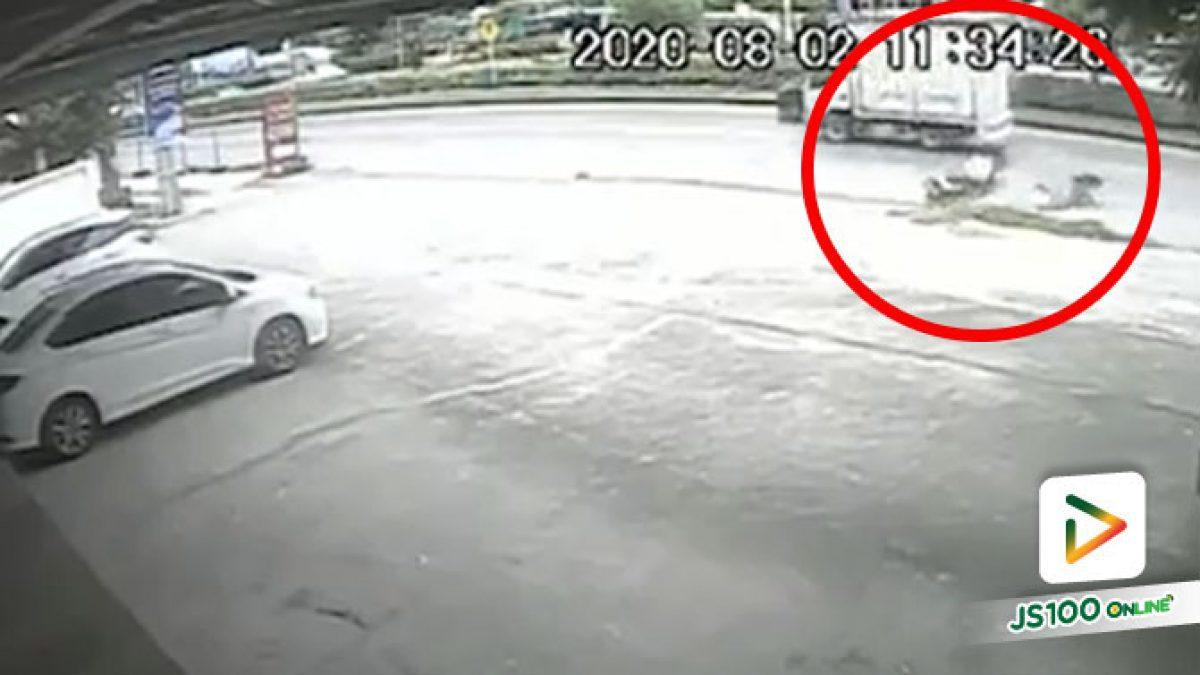 ปิคอัพแซงซ้ายมาชนแล้วหนี! ใครเห็นเหตุการณ์มีกล้องหน้ารถช่วยติดต่อกลับด้วย