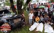 อุบัติเหตุรถกระบะเสียหลักชนต้นไม้ ดับยกครัว