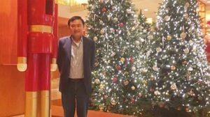 ทักษิณ โชว์รูปคู่ทหารแดง เฝ้าต้นคริสต์มาส