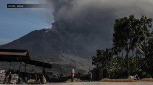 'ภูเขาไฟซินาบุง' ยังปะทุพ่นเถ้าถ่านต่อเนื่อง