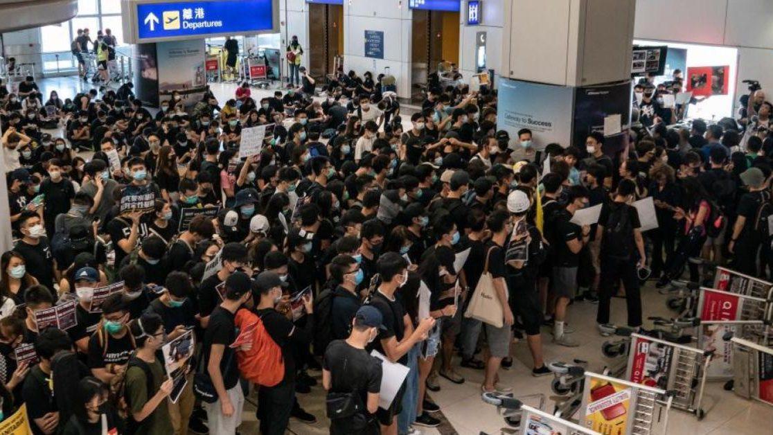15 ส.ค. สนามบินฮ่องกงกลับคืนสู่สภาวะปกติ แนะผู้โดยสารเผื่อเวลา 3 ชม.!