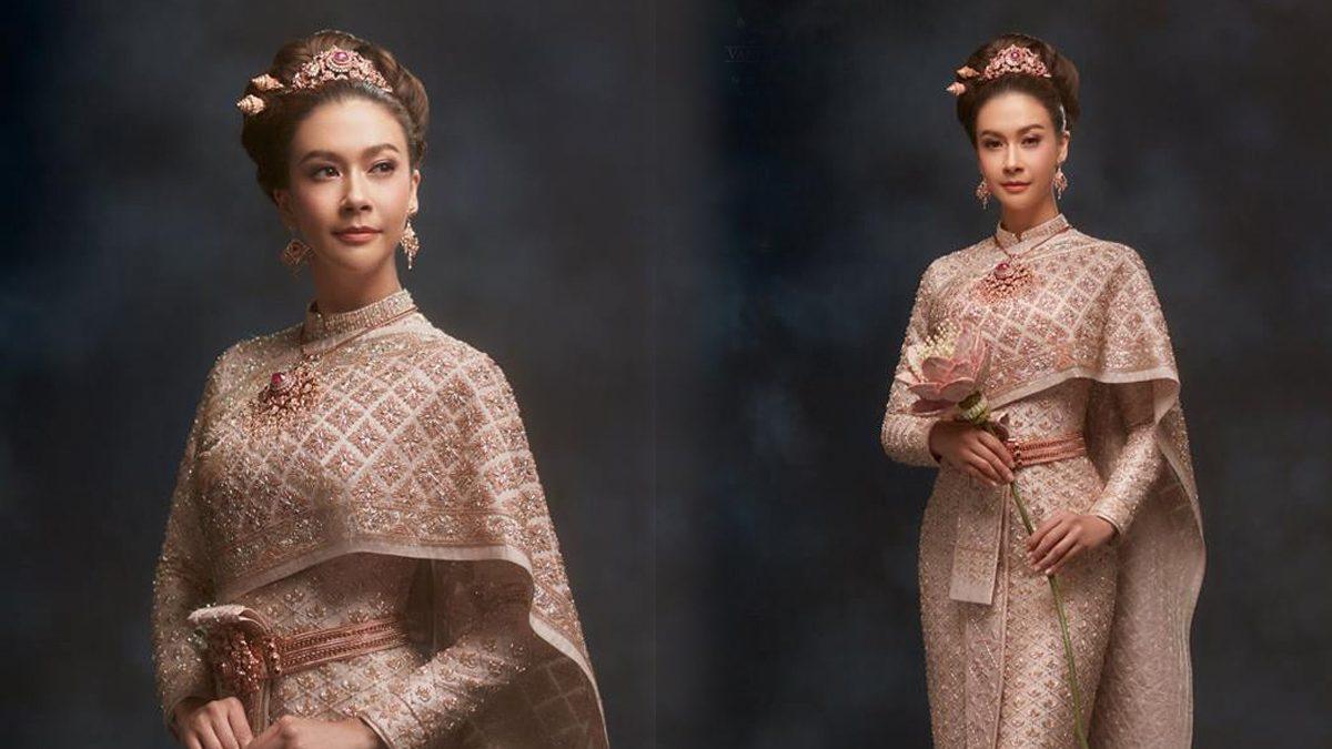 ส่องรายละเอียด ชุดไทยบรมพิมานสีชมพูกลีบบัว สวยงามเลอค่า จากห้องเสื้อ วนัช กูตูร์