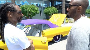 Snoop Dogg มอบรถ Lowrider ให้ Koby Bryant