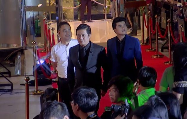 ทีมงาน ขมิ้นกับปูน เดินพรมแดง ในงานประกาศผลรางวัล MThai Top Talk-About 2017