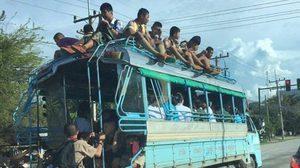 เพจดังเผยภาพ รถโรงเรียนให้เด็กขึ้นไปนั่งบนหลังคา ร้องเรียน 2 ปี ไม่คืบ