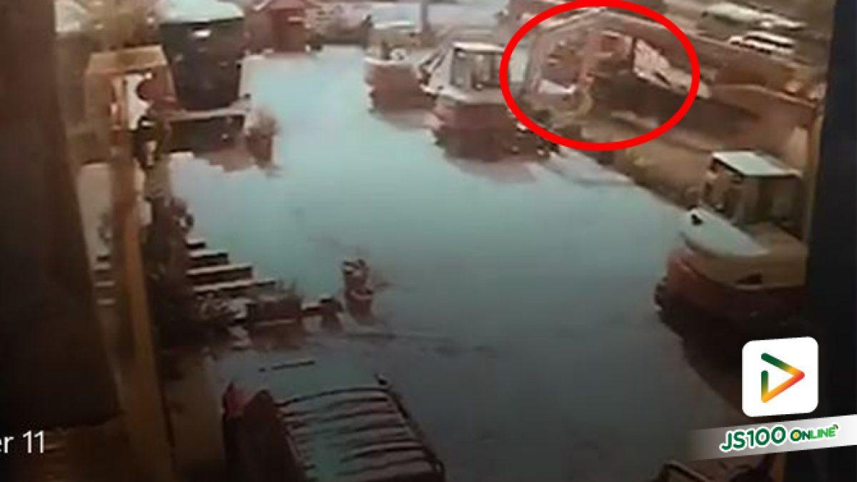 รถเครนเบรคไม่อยู่!! พุ่งชนบ้านเรือนประชาชนเสียหาย ถ.บรมราชชนี ขาออก ที่กม.24 (25-04-2561)