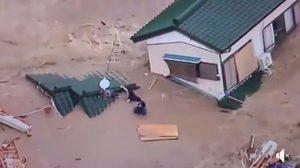 นาทีชีวิตคนญี่ปุ่นหนีตาย หลังเกิดน้ำท่วมรุนแรงในพื้นที่ภาคตะวันตกของประเทศ