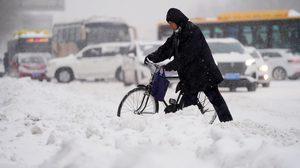 ทางการจีน เตือนภัยระดับสูงสุด หลังพายุหิมะกระหน่ำ เฮยหลงเจียง