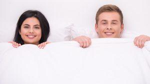 แก้ผ้านอน กับแฟนกัน! 5 เหตุผลที่คุณควร แก้ผ้านอน กับคนรัก