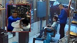 สงสัยอากาศมันร้อน!! ลูกค้าชาวจีนไม่พอใจทรงผมใหม่ เลยจับ ช่างตัดผม โกนหัวมันซะเลย
