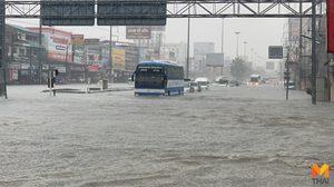 พายุฤดูร้อนถล่ม! เมืองพัทยา ฝนตกนาน 2 ชั่วโมง น้ำท่วมถนน จราจรติดขัด