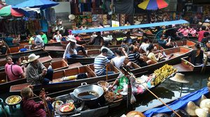 Floating Markets in Taling Chan District