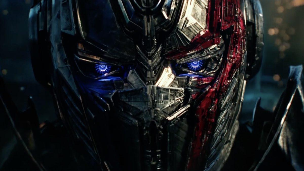 จากนักรบผู้พิทักษ์ สู่เครื่องจักรกลผู้ทำลายล้าง Transformers : The Last Knight