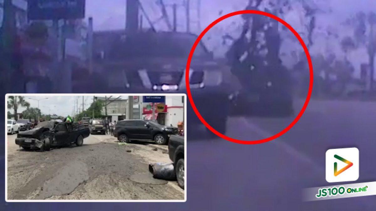 ปิคอัพบรรทุกขี้หมูเสียหลัก ชนดะรถยนต์ที่จอดอยู่ 4 คันรวด