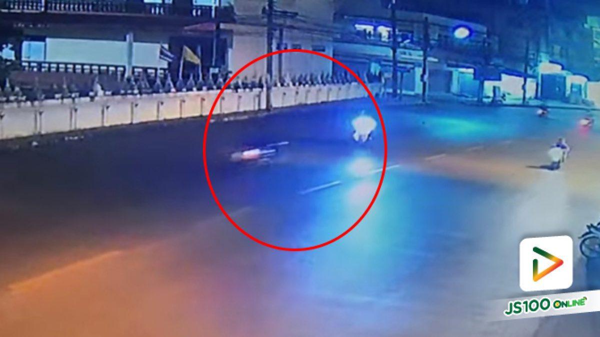 จยย.ออกจากซอยก่อนย้อนศรกลางถนน ถูกชนเจ็บคนเดียวไม่พอ คนชนก็เจ็บไปด้วย (2-11-62)