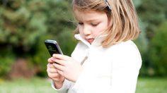 ผลวิจัยคอนเฟิร์ม โทรศัพท์มีผลต่อการนอน และอารมณ์ ของลูกน้อย !