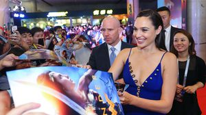 """""""กัล กาดอต"""" นำทีมนักแสดง-ผู้กำกับ """"Wonder Woman"""" เดินหน้าโปรโมทไกลถึงเซี่ยงไฮ้"""