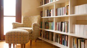 4 ทริคแสนง่ายจัดระเบียบ ชั้นหนังสือ ที่บ้านให้ลงตัวกว่าเดิม