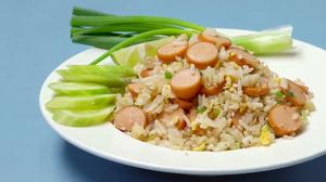 วิธีทำ ข้าวผัดไข่ไส้กรอก เมนูประหยัด อร่อยและทำง่าย