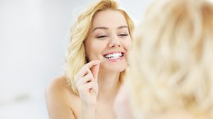 มาดู วิธีใช้ ไหมขัดฟัน ที่ถูกต้อง ทำอย่างไรไม่ให้เหงือกพัง!!