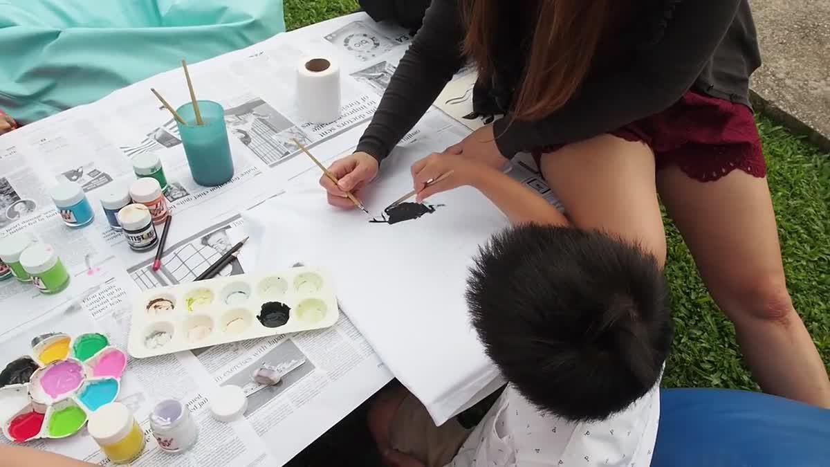 น้องเกรซน้องกายทำงานศิลปะบนเสื้อ _ Sofitel Krabi PhokeeThra